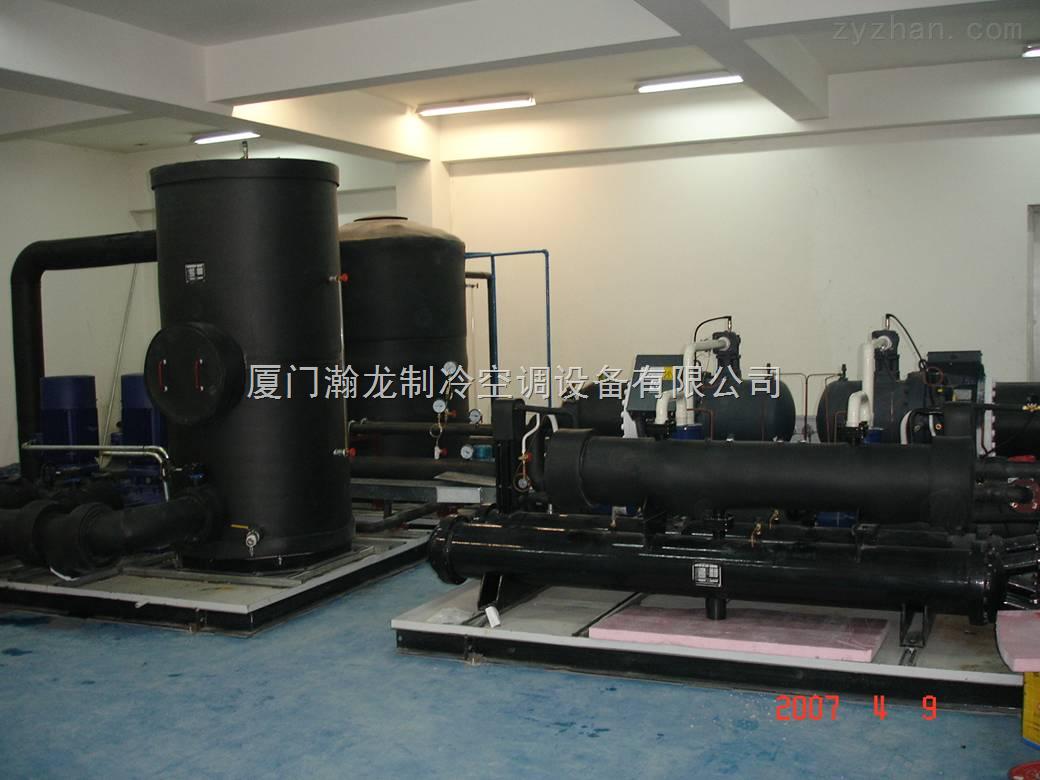 超低温冷库制冷主机是我司依托低温、超低温制冷设备的开发、设计经验的基础上研发设计的,设备蒸发温度可在-30~ -85范围内,适用于食品行业的超低温加工、储藏及金枪鱼低温速冻冷藏;军工行业的低温武器储藏。 低温冷库、超低温冷库制冷机组主要采用双级压缩机、二元复叠制冷、三元复叠制冷共三种制冷形式,可满足-30~-45、-45~-70、-70~-105库温的要求。 低温冷库、超低温冷库制冷机组特殊的优化设计可满足一库多温、分级制冷的形式,节能高效、减低初投资。 低温冷库、超低温冷库制冷主机根据冷量